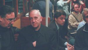 Papa Francesco_bergoglio_giovani_metro_pellegrino_buenos aires